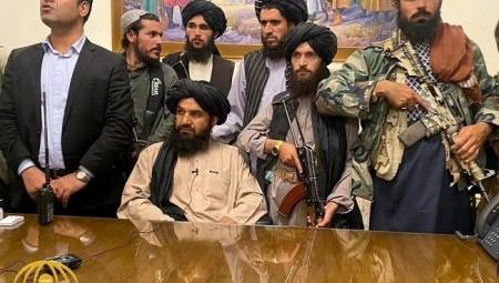 خلفيات عودة طالبان إلى حكم أفغانستان وتداعياتها